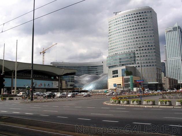 53161e8d7d115 ... Złote Tarasy znajdują sie w ścisłym centrum - przy Dworcu Centralnym.
